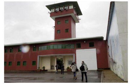 Dos funcionarios salvan vida presos Teixeiro