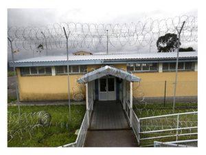 prisión asturiana un funcionario cien reclusos
