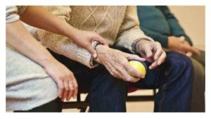 Gobierno contratar cuidadoras no cualificadas